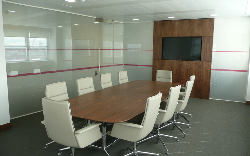Large Meeting Room (Glass on)